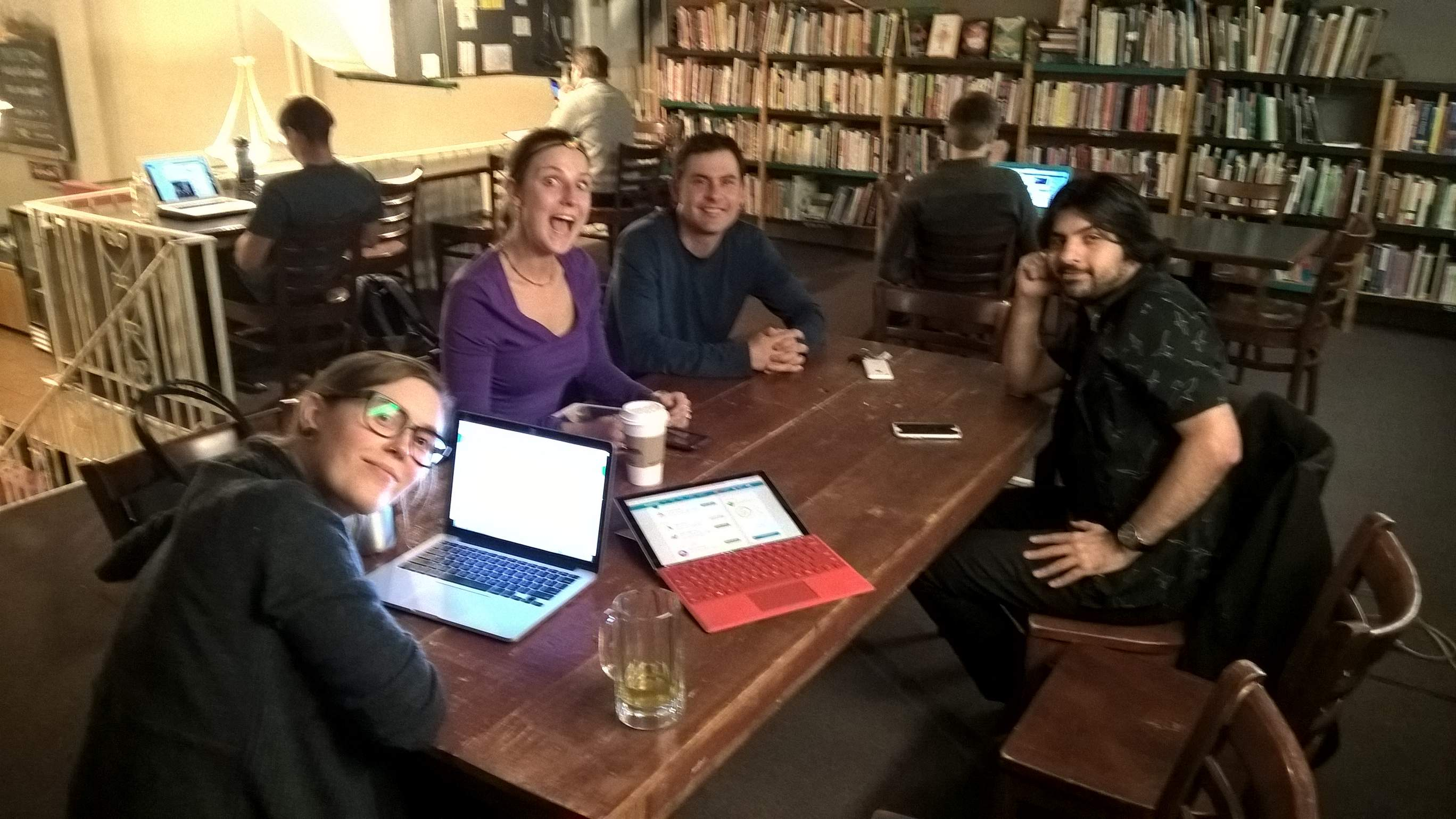 Maggie, Olivia, David, y Azad en la reunión de conversación española. (31 de Octubre, 2016)